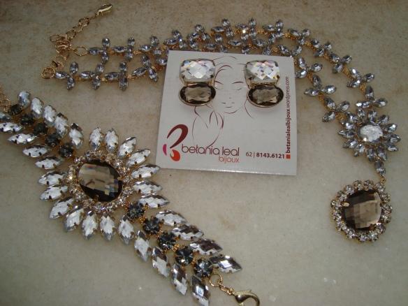 Conjunto máxi-colar, pulseira e brinco cristal com fumê!